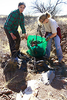 Returned Peace Corps Volunteers tidy up desert in Arizona