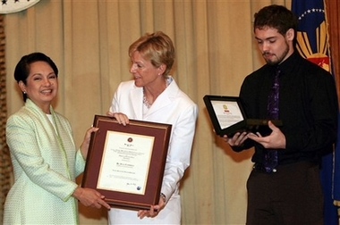 Arroyo honors US Peace Corps, Julia Campbell