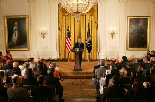 Bush hosts PCVs at White House