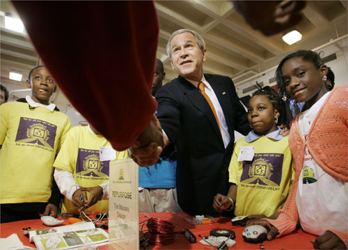 President Bush honors fifth anniversary of USA Freedom Corps