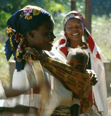 1998: Lili Rossi served as a Peace Corps Volunteer in Mozambique in Homoine beginning in 1998