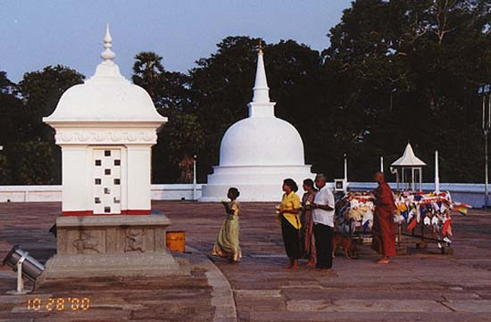1992: Wendy Saunders (Poyer) served in Sri Lanka in Anuradhapura/ Puliyankulama beginning in 1992