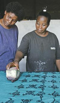 Ghana RPCV Kristin Johnson runs Global Mamas' U.S. operations from a northeast Minneapolis warehouse