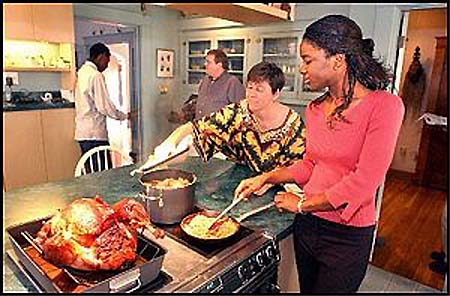RPCVs host Thanksgiving for African friends