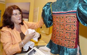 Panama RPCV Mari Lyn Salvado brings an exhibit on the Kuna to the  Museum of Man in San Diego