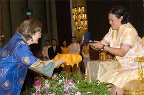 Jody K. Olsen travels to celebrate 45th Anniversary and meets with Thailand Volunteers