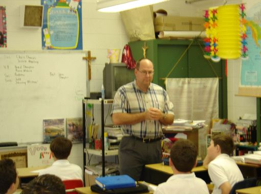 Uruguay RPCV Ted Graser speaks to kids about Junior Achievement