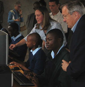 Tschetter visits volunteers in Kenya