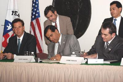 Gaddi H. Vásquez, Director del Cuerpo de Paz, firmó un histórico acuerdo con México que llevará a que voluntarios de dicha organización ofrezcan sus servicios en México por primera vez
