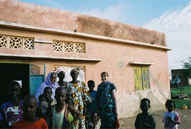 Alexandra Winter helps raise funds for school in the desert village of Dawalel, Mauritania