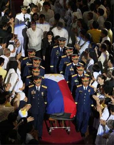 Peace Corps Volunteer volunteer Sharon Kelb say goodbye to Cory Aquino