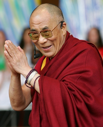 Dalai Lama suggests that Japanese youths get involved with something like America's Peace Corps