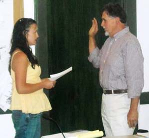 Ecuador RPCV Ed Steele was sworn in as Dunsmuir's newest city council member on July 1
