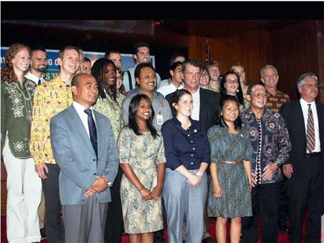 19 Americans Sworn-in as Peace Corps Volunteers in Indonesia
