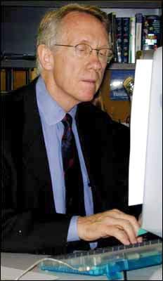 Henry Reid praises Peace Corps