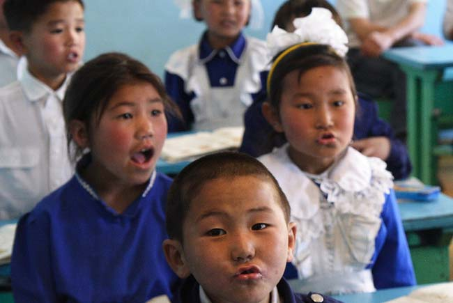 Peace Corps Volunteer Mr. Silly, Inc.'s Mongolian Adventure writes: Singing in Mongolia