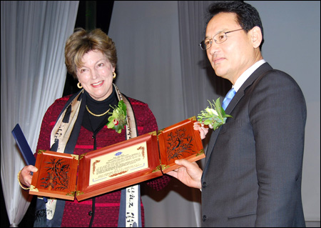 Kathleen Stephens is Ambassador of Korean Language