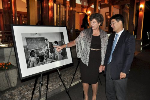The United States Embassy welcomed 220 Peace Corps volunteers who served in Korea from 1966 to 1982
