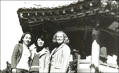 Kathleen Stephens volunteered to teach English while a member of the Peace Corps and taught in Korea for two years from 1975 under her Korean name, Shim Eun-kyung